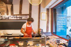 paris_foodtour_lachs_laden
