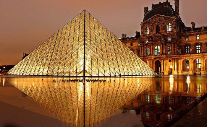paris_louvre_pyramide