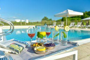 burgund-am-pool