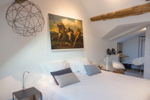 burgund-gaestehaus-helles-zimmer
