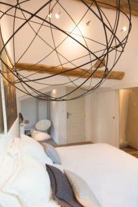 burgund_gaestehaus_lampe
