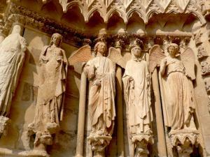 champagne-kathedrale-reims-figuren