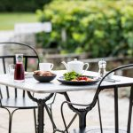chateau-hotel-medoc-fruehstueck-terrasse