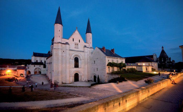 loire-kloster-nacht