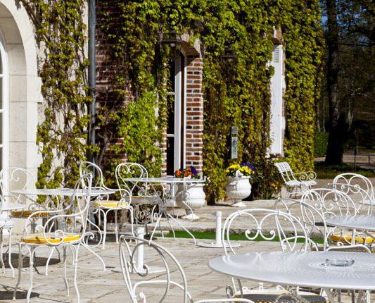 loire-schlosshotel-tische-terrasse